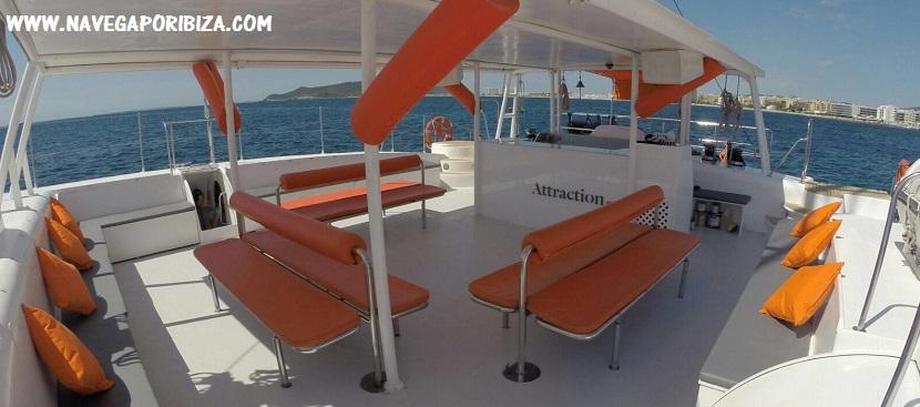 fiesta en catamarán para alquilar en ibiza