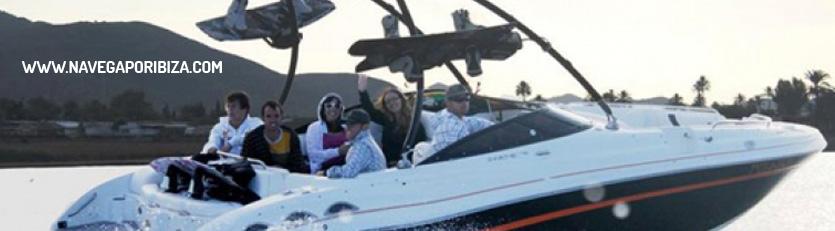 lancha en ibiza con wake board y musica