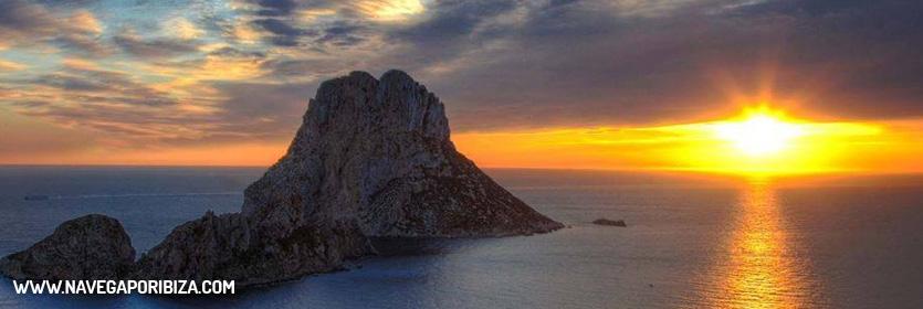 puesta de sol en ibiza en es vedra