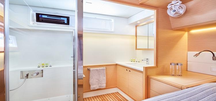 alquiler catamaran baño